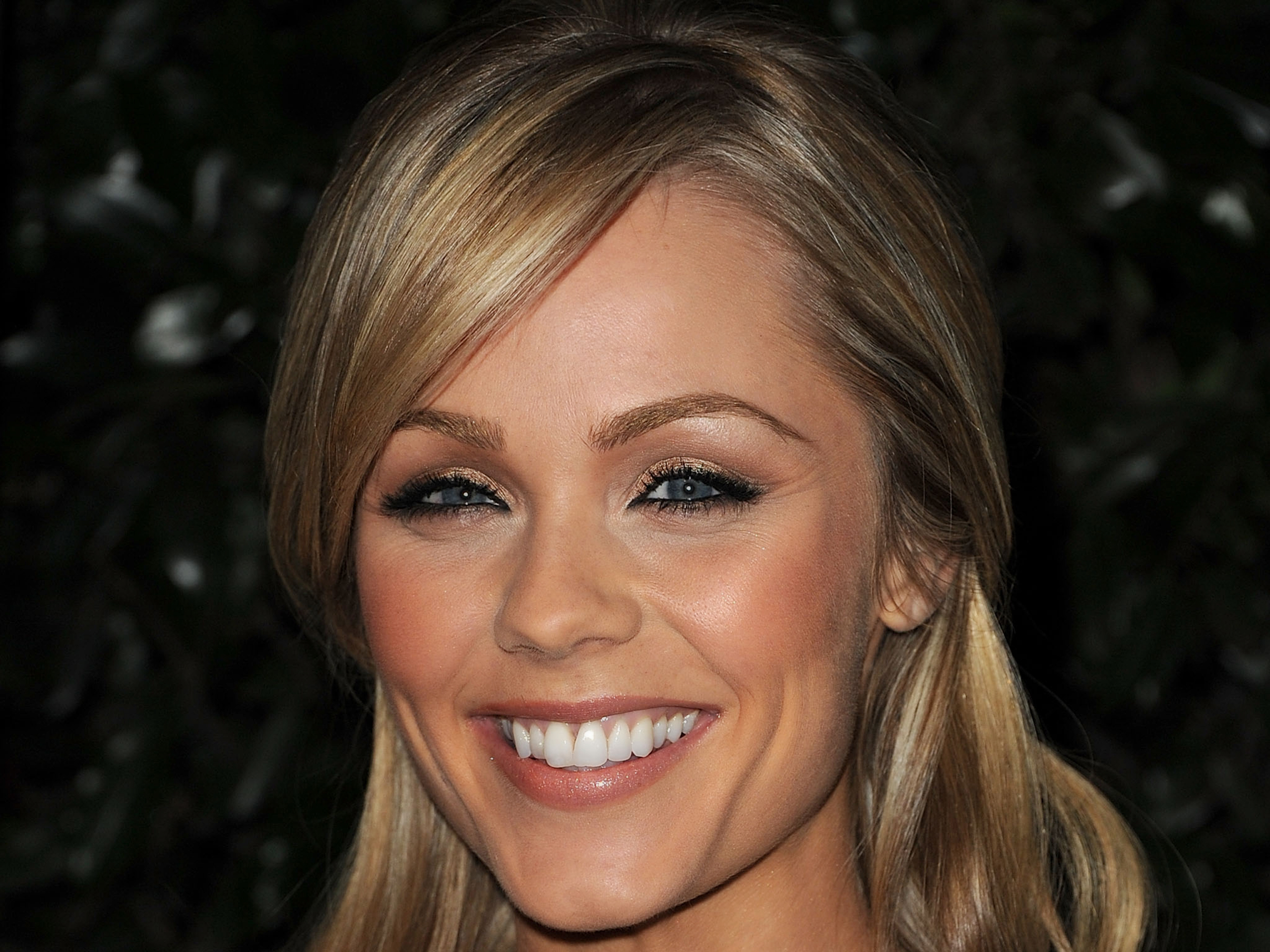 http://im02.thewallpapers.org/photo/39289/laura_vandervoort-034.jpg